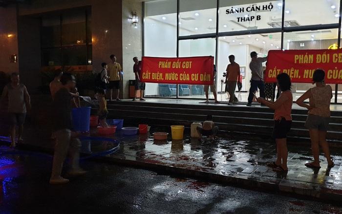Hà Nội: Giữa mùa nắng nóng cư dân tòa nhà bị cắt ...