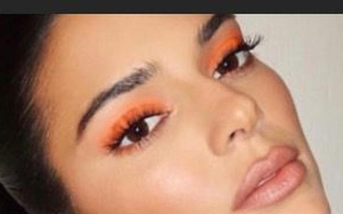 """Bảng mắt Kendall x Kylie bị chê """"giả dối"""", Kylie cao tay đáp ..."""
