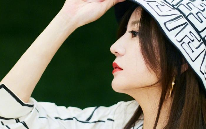 """Bộ ảnh mới của Triệu Vy khiến Cnet """"sốc nhẹ"""": Visual đỉnh cao ở tuổi 44, ..."""