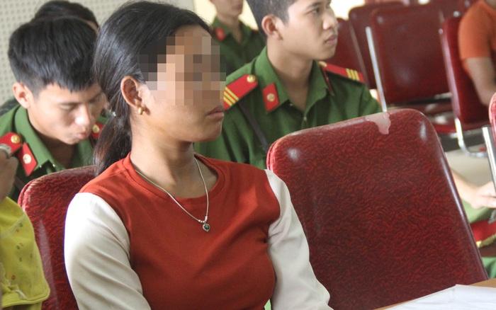 Cuộc đời cay đắng của cô bé bị lừa bán và làm mẹ ở tuổi 15