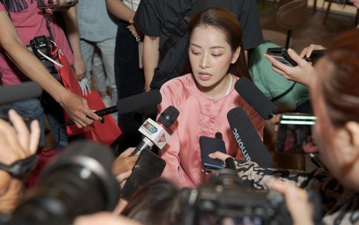 Chi Pu hát cải lương tại họp báo nhưng không trúng 1 nốt nào