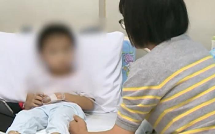 Chỉ vì thói quen tai hại sau bữa ăn, cậu bé 4 tuổi bị đau bụng, hoại tử ...