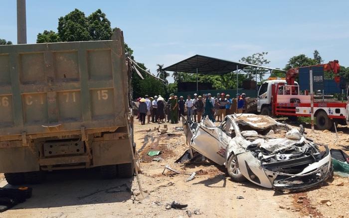 Thanh Hóa: Xe chở đất đè xe con khiến 3 người trong gia đình tử vong