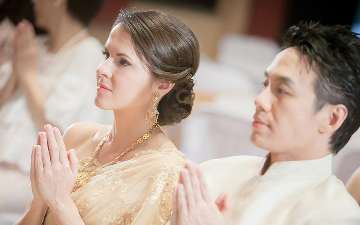 Về đám cưới anh họ người yêu, nhìn hành động của cô ...