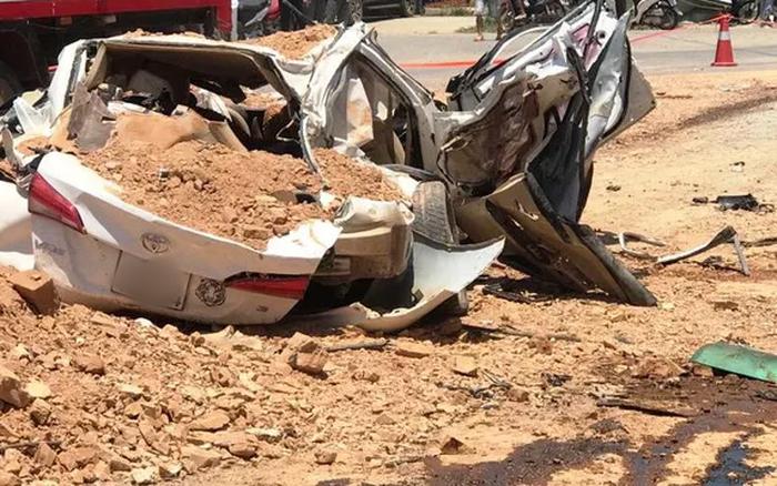 Vụ xe tải đè bẹp xe con khiến 3 người tử vong ở Thanh Hóa: Xe tải đã hết hạn ...