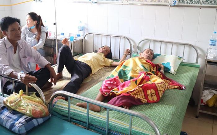 Cả trăm người ở Bình Phước nghi bị ngộ độc sau khi dự tiệc cưới