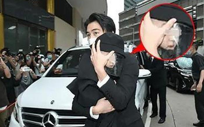 Con trai siêu mẫu Victoria's Secret chính thức lộ mặt trong tang lễ ...