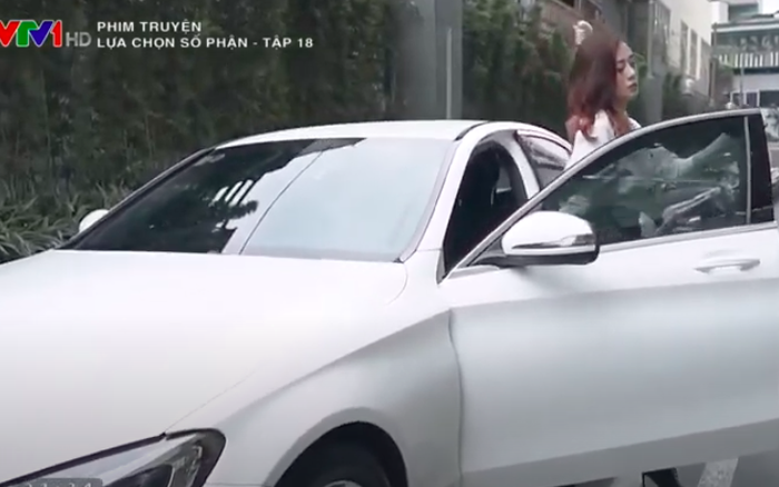 """""""Lựa chọn số phận"""": Cận cảnh màn bước ra từ siêu xe trắng ..."""
