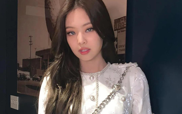 Bờ vai vuông góc của Jennie thành chuẩn mực body, con gái Trung Quốc ...