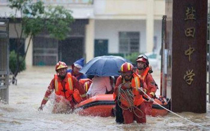 Lũ lụt lớn chưa từng có hoành hành tại Trung Quốc và Nhật Bản