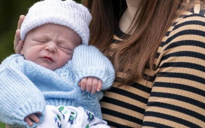 Chỉ vỏn vẹn 4 tiếng sau khi biết mình có thai, cô gái 21 tuổi hạ sinh ...