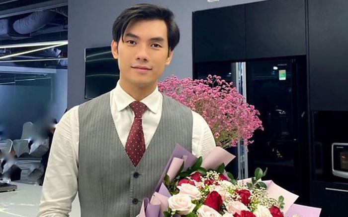 Tình yêu và tham vọng: Lộ ảnh Minh cầm hoa chuẩn bị tặng người ...