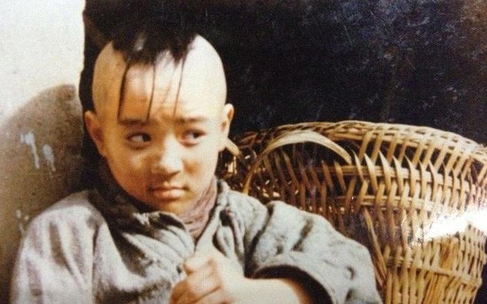 """Cuộc sống của """"cậu bé Tam Mao"""" Mạnh Trí Siêu giờ ra ..."""