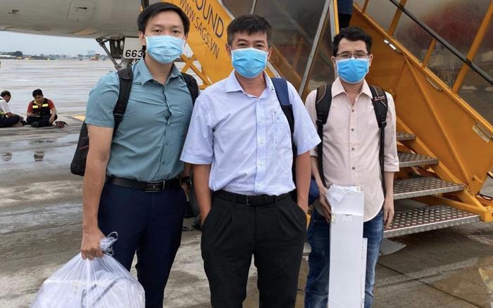 Ekip bác sĩ Bệnh viện Chợ Rẫy tức tốc ra Đà Nẵng hỗ trợ điều trị cho bệnh nhân ...