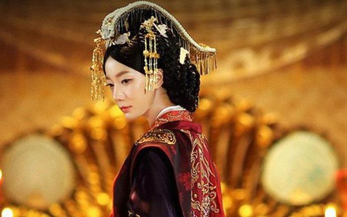 Hoàng hậu Trung Hoa có những khiếm khuyết trên thân thể nhưng vẫn ...