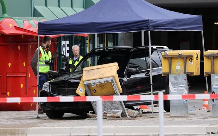 Đâm xe vào đám đông ở Đức, 7 người bị thương