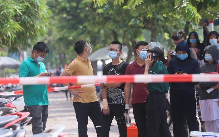 Hà Nội: Test nhanh hơn 21.000 người về từ Đà Nẵng, tạm dừng hoạt động quán bar, vũ trường... để phòng dịch