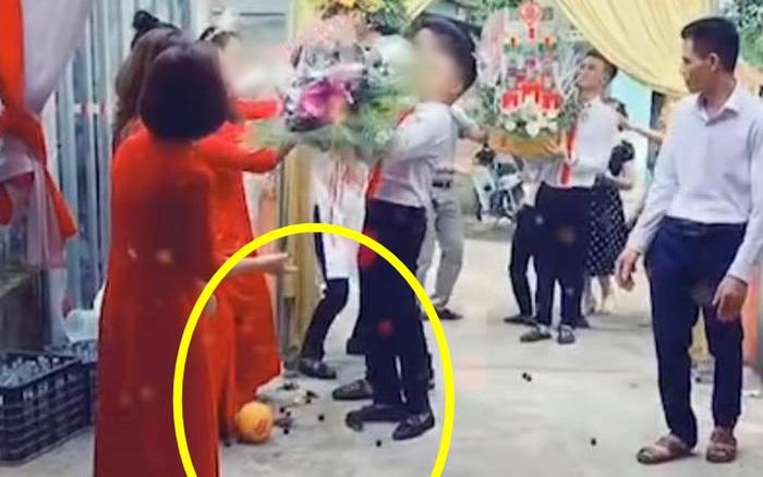 """Đám ăn hỏi đang hân hoan thì sự cố bất ngờ xảy đến, nhìn hành động sau đó của cô dâu toàn MXH phải thốt lên """"Khổ thân quá!"""""""