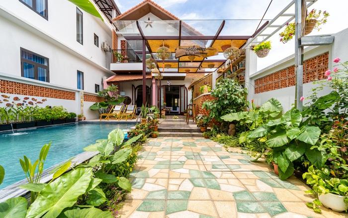 Ngôi nhà vườn xanh mát bóng cây do vợ chồng cùng nhau thiết kế ở Hội An
