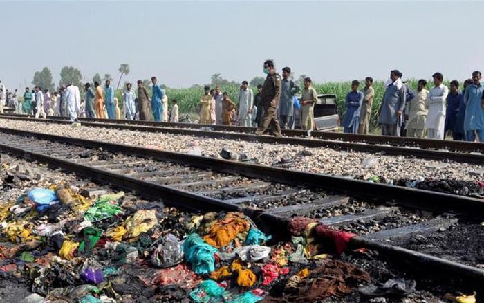 Ít nhất 19 người chết trong tai nạn đường sắt thảm khốc tại Pakistan