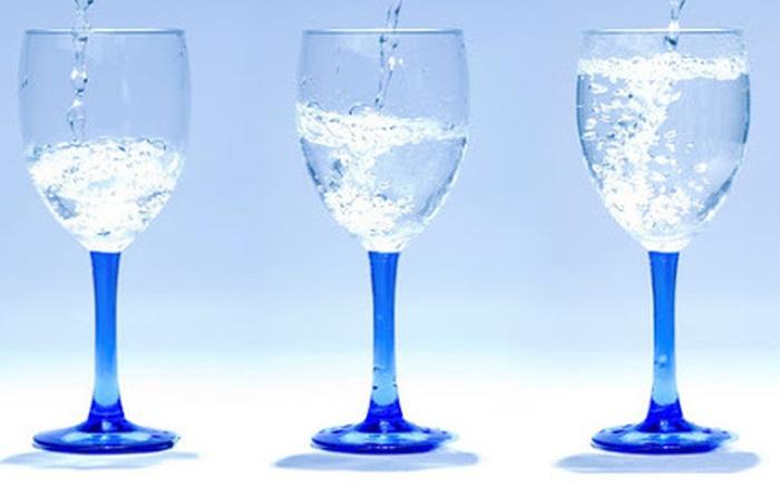 Chọn chiếc ly muốn uống nước nhất, câu trả lời sẽ tiết lộ bạn là người tiêu ...