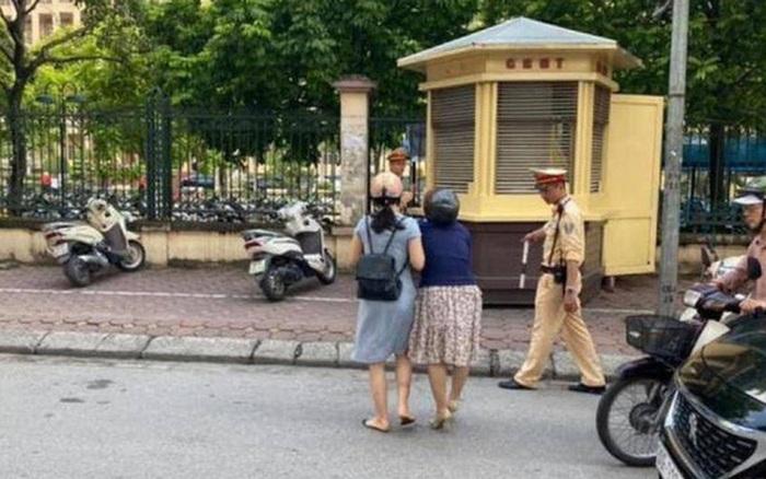 Hà Nội: Xác minh thông tin CSGT kéo ngã hai người phụ nữ đi ...