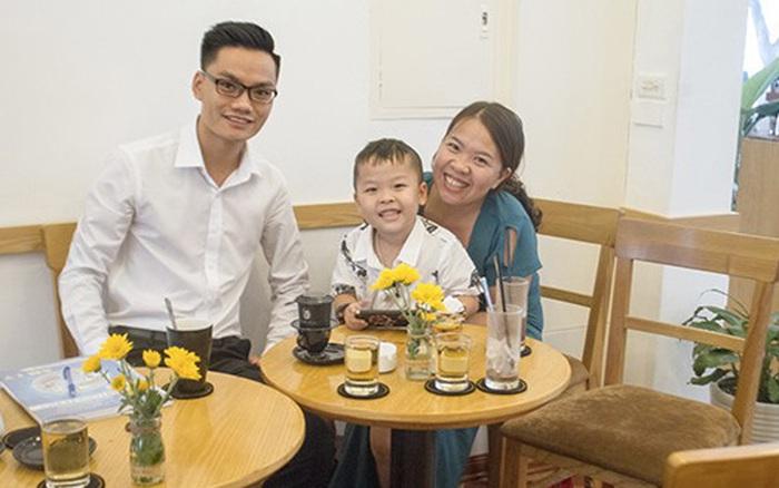 """Mẹ của thần đồng tiếng Anh Bảo Chung: """"Hai mẹ con từng ôm nhau khóc ..."""