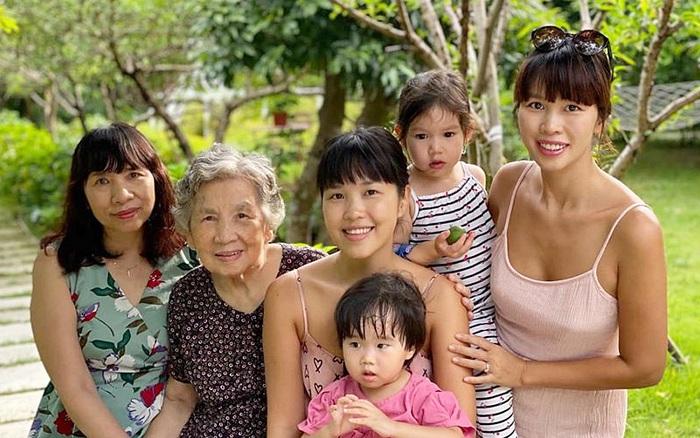 Siêu mẫu Hà Anh khoe ảnh 4 thế hệ phụ nữ trong gia đình