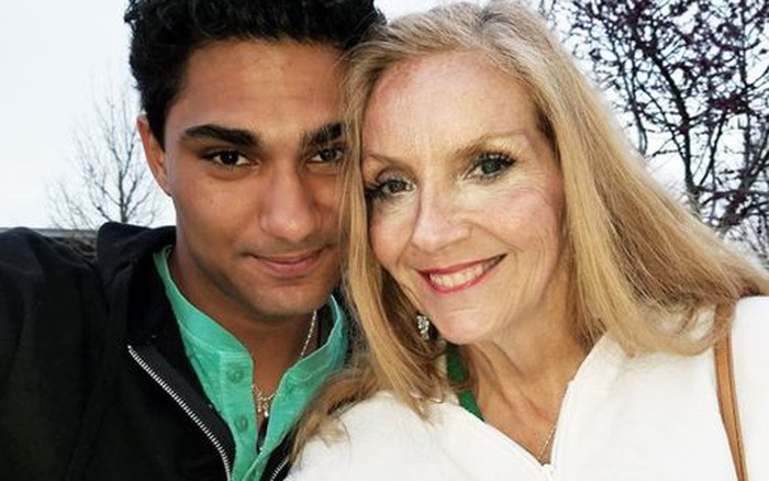 Tình yêu bất chấp tuổi tác của người phụ nữ 60 tuổi với chàng trai 21 ...