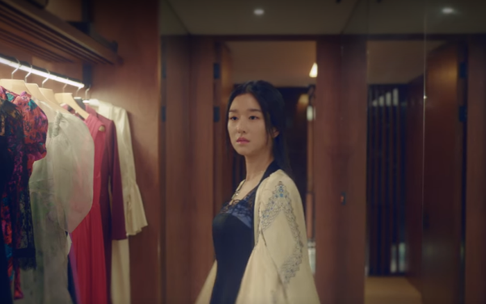 Seo Ye Ji (Điên Thì Có Sao): Dù mặc đồ ngủ, makeup sương sương vẫn ...