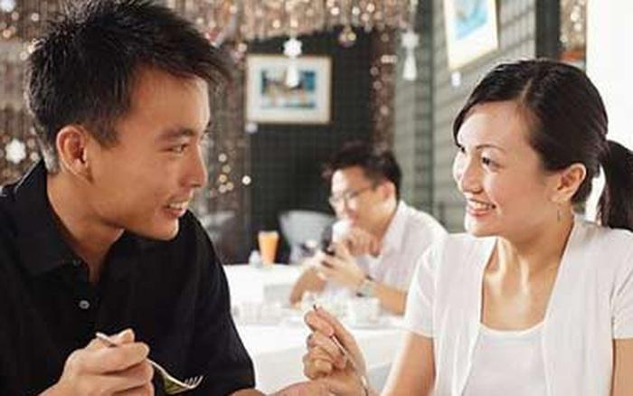 Vợ chồng cãi nhau trên bàn ăn, cứ ăn thật no là thắng