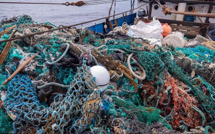 100 tấn rác cùng phát hiện đau lòng trong đợt thu dọn đại dương lớn ...