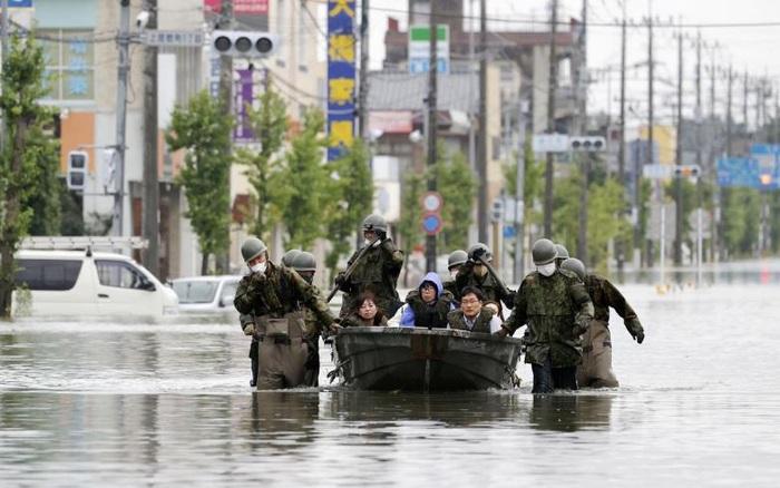 Mưa lũ không dứt, hàng nghìn ngôi nhà ở Nhật Bản ...
