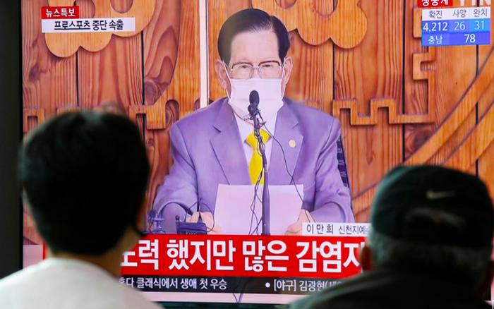 Hàn Quốc bắt giáo chủ Tân Thiên Địa vì ổ dịch COVID-19