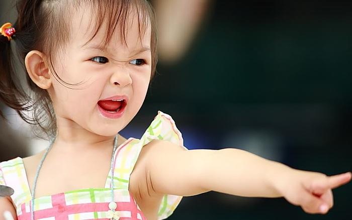 Nếu con hở chút là cáu giận, bố mẹ đừng vội trách mắng bởi rất có thể điều này là do 1 nguyên nhân đau lòng