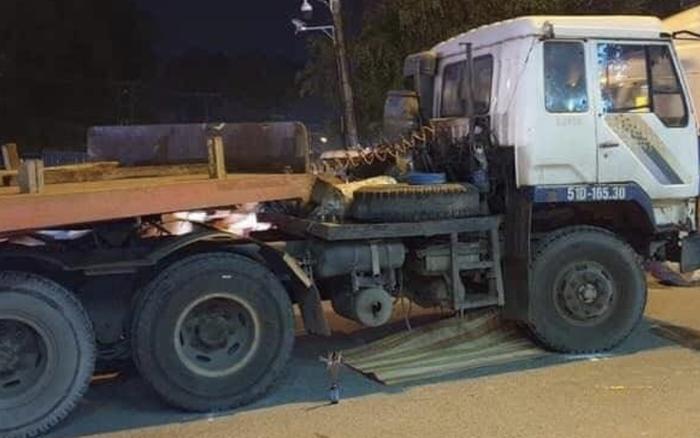 Tai nạn thương tâm: Đi bán vé số với mẹ và anh trai 5 tuổi, bé 2 tuổi bị container cán tử vong