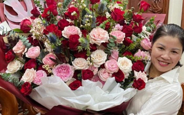 """Bạn gái cầu thủ Quang Hải tặng món quà """"khủng"""" đúng ý mẹ chồng tương lai nhân ngày sinh nhật, dân mạng khen nức nở vì còn trẻ mà rất tâm lý - mega 645"""