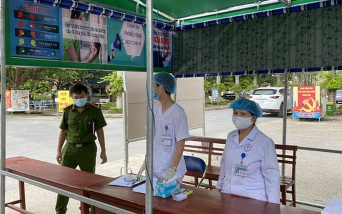 Cô gái 22 tuổi về từ Trung Quốc không khai báo y tế, công an tới tận nhà đưa đi cách ly