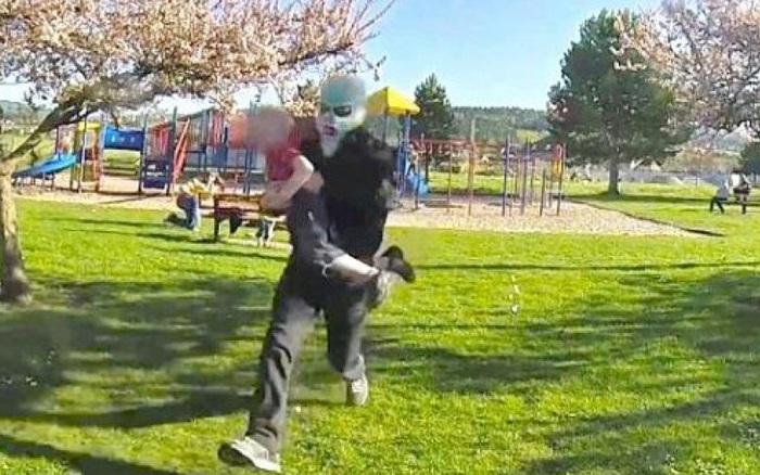 Một cuộc thử nghiệm rung lên chuông đáng báo động về nạn bắt cóc trẻ em: 15/17 trẻ đồng ý đi với người lạ