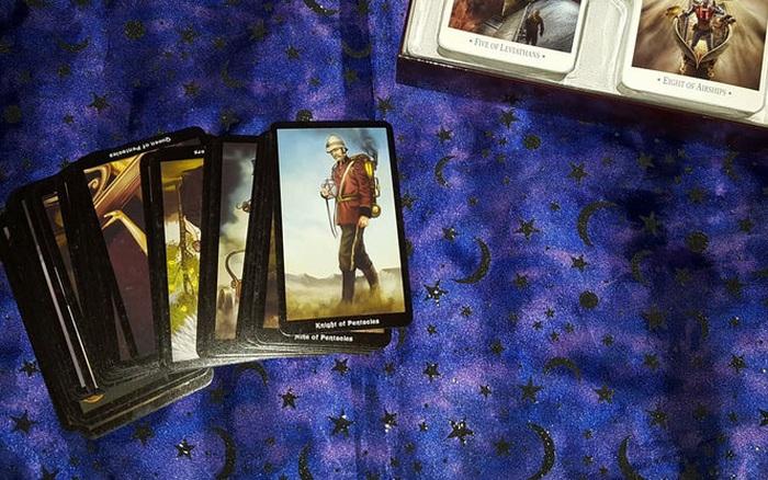 Bốc 3 lá bài Tarot để biết bạn có hoan hỷ phát tài, gặp nhiều may mắn trong tháng 7 âm lịch hay không
