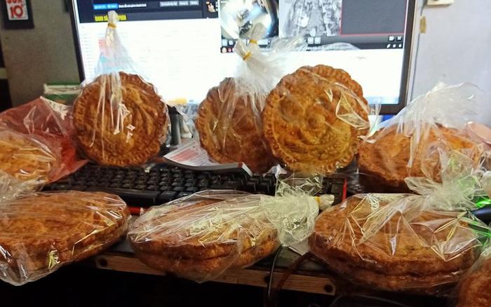 Bánh Trung thu nhiều vỏ ít nhân to bằng cái đĩa giá chỉ 45 ngàn/chiếc dành riêng cho các tín đồ chỉ thích ăn vỏ