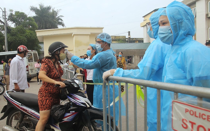 Sở Y tế Hà Nội ra thông báo khẩn tìm tài xế ô tô chở nam bệnh nhân dương tính SARS-CoV-2