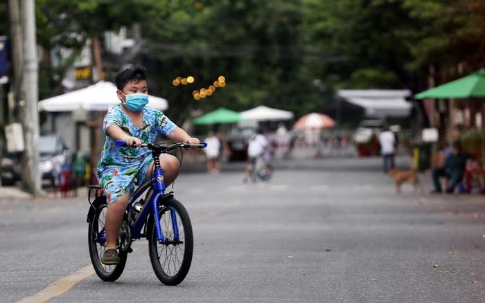 Cận cảnh: Nhịp sống trong các khu dân cư đang cách ly tại tâm dịch Đà Nẵng