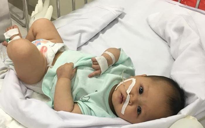 Hà Nội: Xót xa bé gái lâm bệnh được bố mẹ đưa đến bệnh viện cấp cứu rồi bỏ đi mất tích
