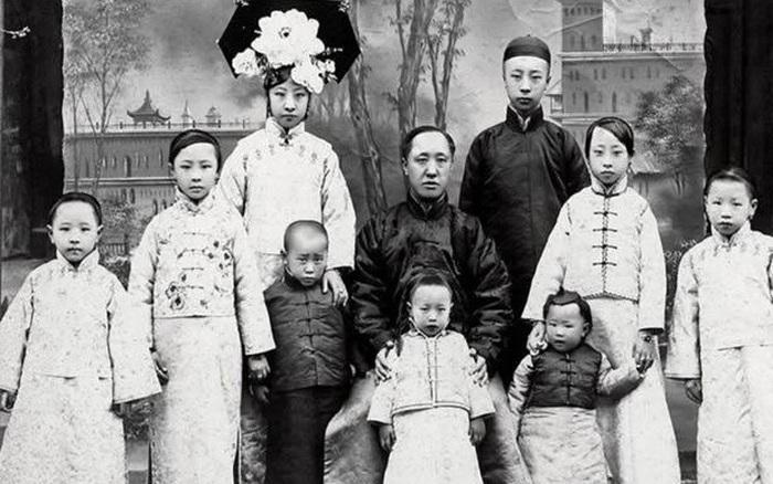 Loạt ảnh khắc họa toàn bộ cuộc sống của gia đình Hoàng đế nhà Thanh cuối cùng: 3 thế hệ cùng sống dưới 1 mái nhà và những câu chuyện ít người biết