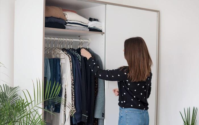 Dù mê mua sắm đến mấy thì cô gái Sài Gòn vẫn tự tin quần áo của mình luôn gọn trong 1 cánh tủ nhỏ nhờ 7 mẹo thông thái không phải ai cũng biết