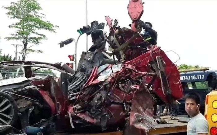 Hà Nội: Xe con bị tông biến dạng khi dừng chờ đèn đỏ trong đêm, 3 người tử vong thương tâm - kết quả xổ số đắc nông