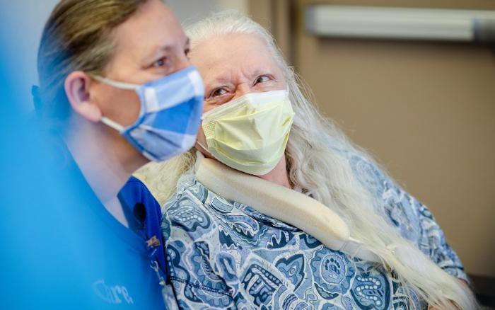 Vì COVID-19, hai chị em tìm thấy nhau sau 53 năm thất lạc