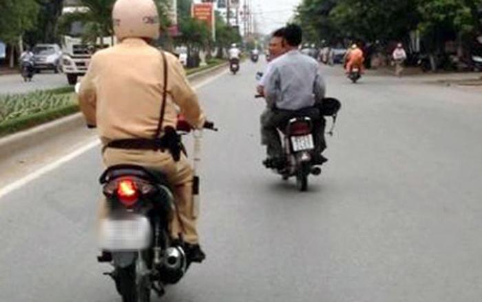 """Từ 5/8, CSGT được phép """"mượn"""" xe, điện thoại của người tham gia giao thông"""