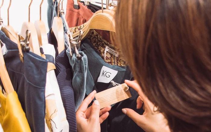 """Các cửa hàng bán hàng thùng mọc lên như nấm ở Hàn Quốc được giới trẻ """"phát cuồng"""": Đồ cũ bán theo chủ đề độc đáo, hàng hiệu lại giá rẻ theo cân"""